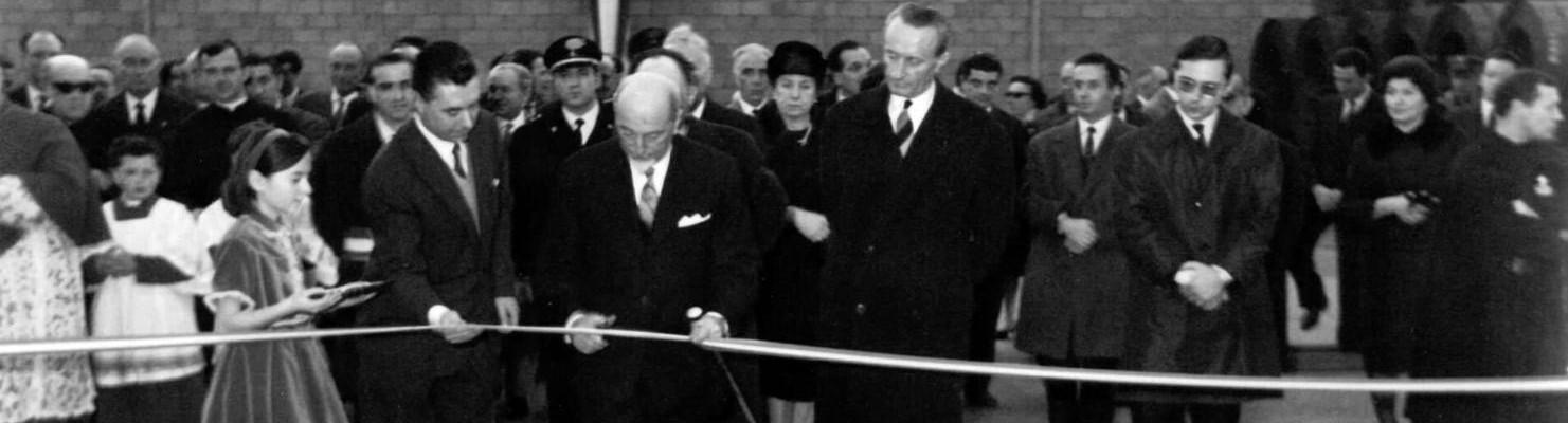 Ceremonia de inauguración de Acciaitubi, líder en la producción de tubos de acero.